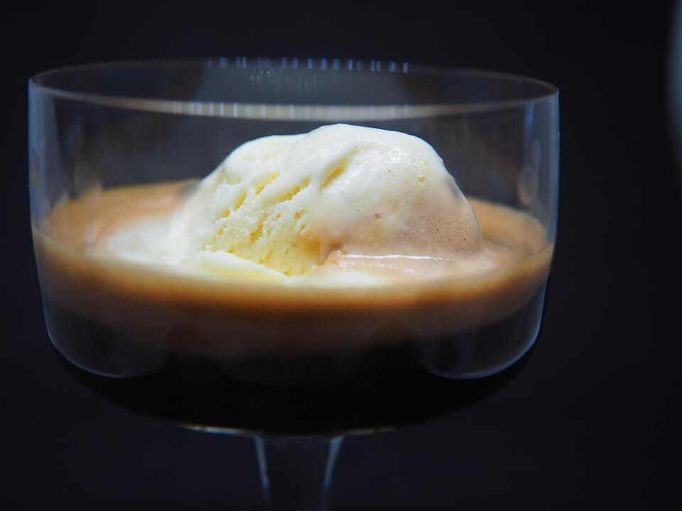 コーヒーシロップの使い道:アイスクリームにかける