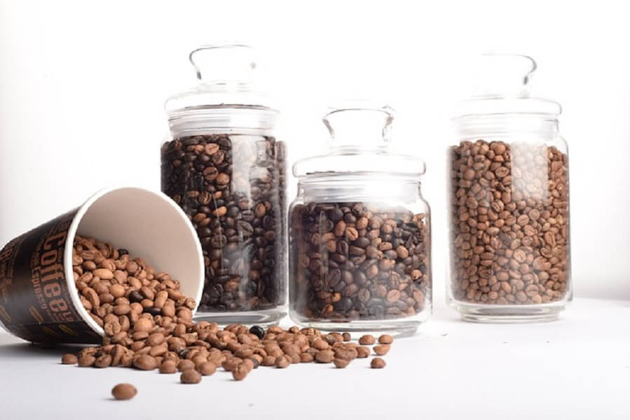 保存瓶に入ったコーヒー豆