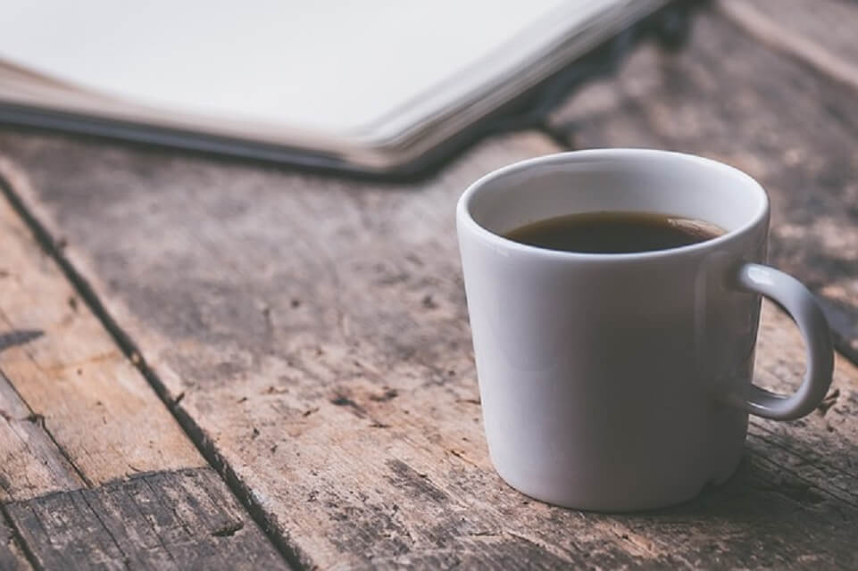 コーヒーカップとノート