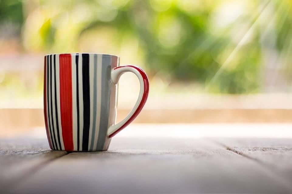 朝日とコーヒーカップ