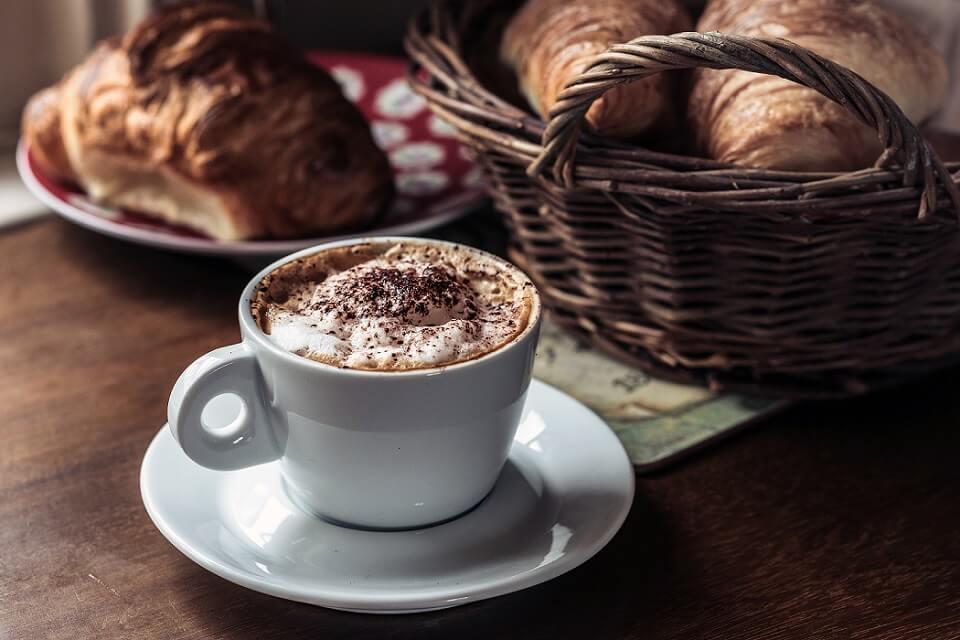 イタリアではミルキーなコーヒーは午前中にしか飲みません。