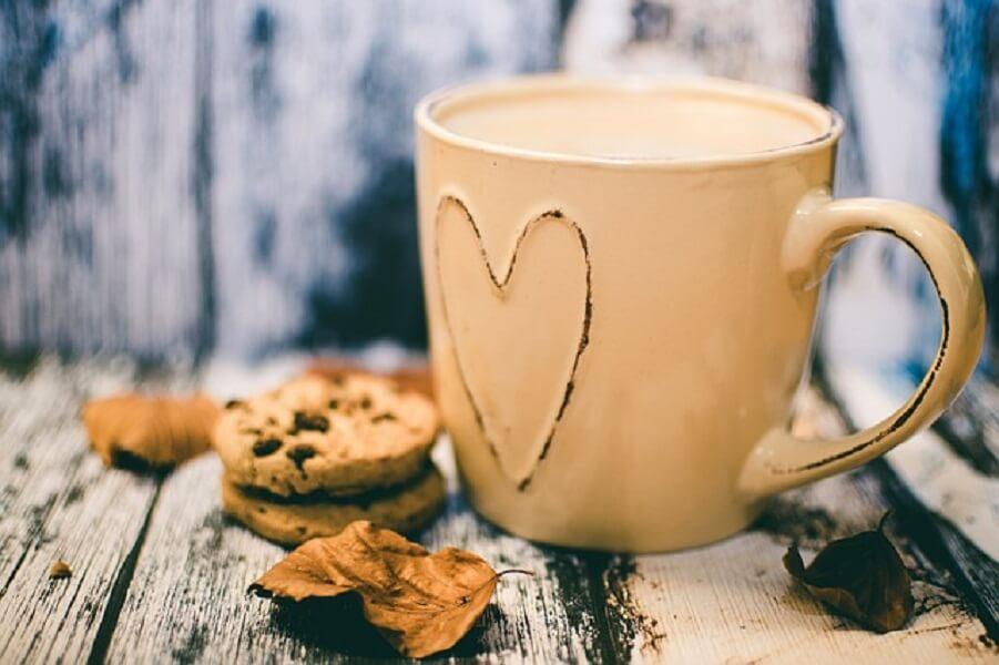 コーヒーマグとクッキー