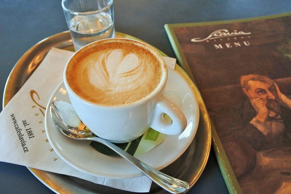 カフェ・スラヴィアのカプチーノ