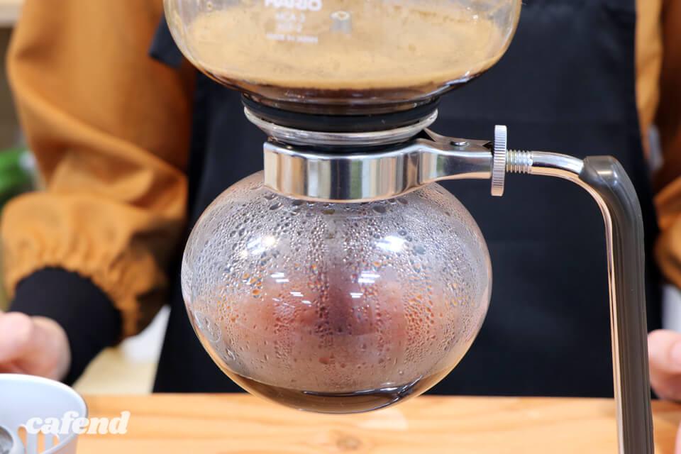 魅力がいっぱいのサイフォン式コーヒー。淹れる楽しさとおいしさは知らなきゃ損!