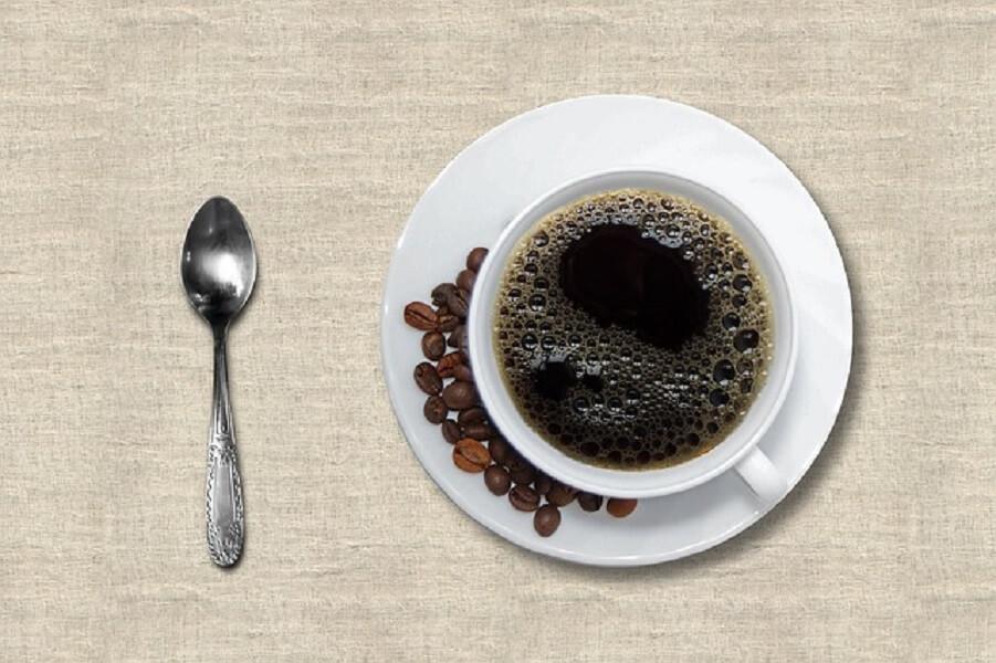 スプーンとコーヒー