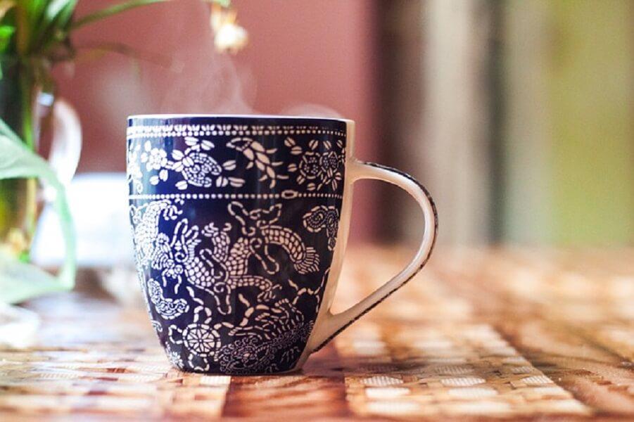 青いマグカップ