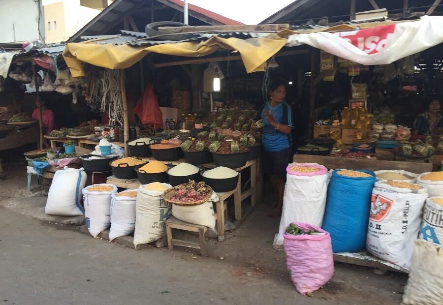 スンバ島の市場