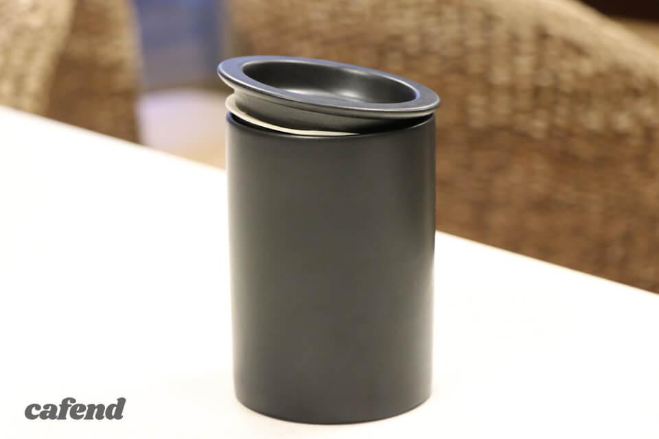 コーヒー好きなら絶対ほしくなる!機能性・質感にこだわった多治見生まれの磁器製『キャニスター』/cores新製品レビューVol.2