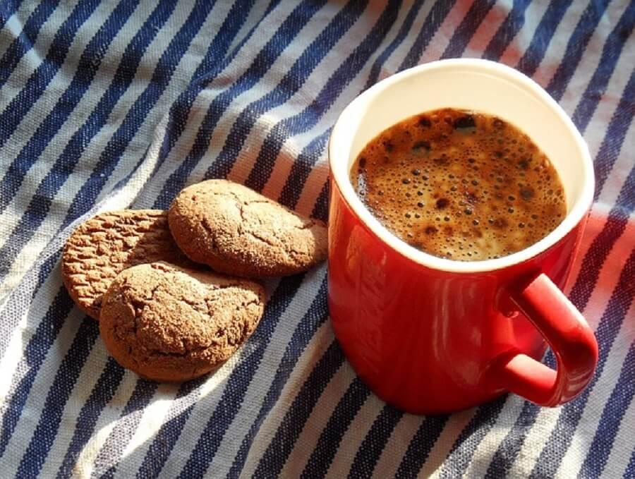 コーヒーとビスケット
