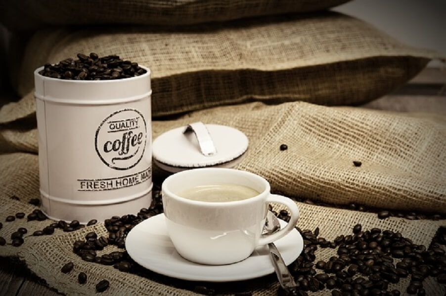 コーヒー豆と缶